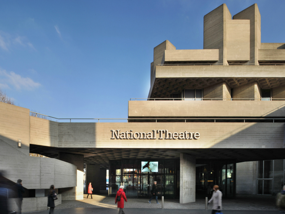 Behind the curtain: parliamentarians visit National Theatre